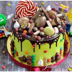торт из конфет на 8 марта