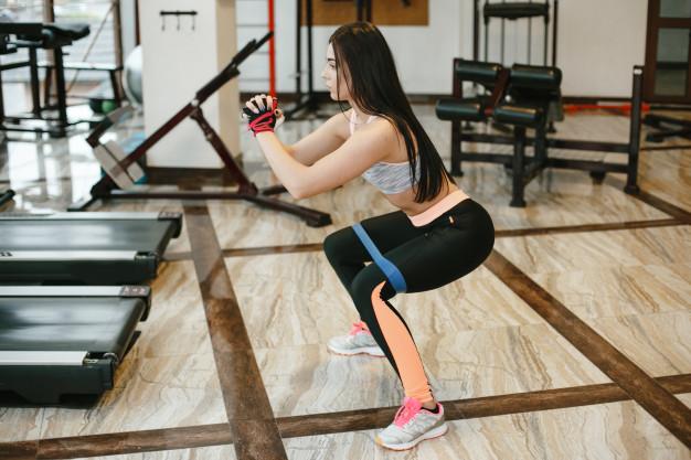 Упражнения с резинкой для ног и ягодиц