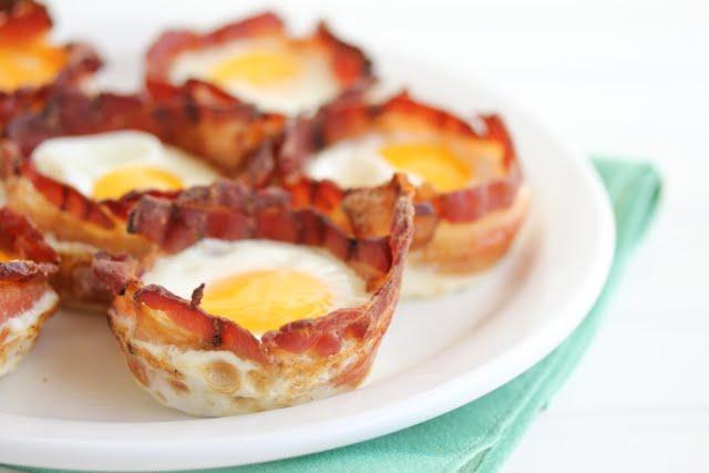 завтрак яйца с беконом