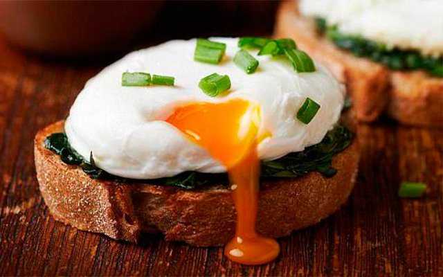яйца пашот на завтрак