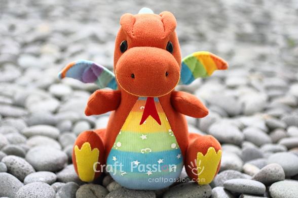 игрушка дракон из носка