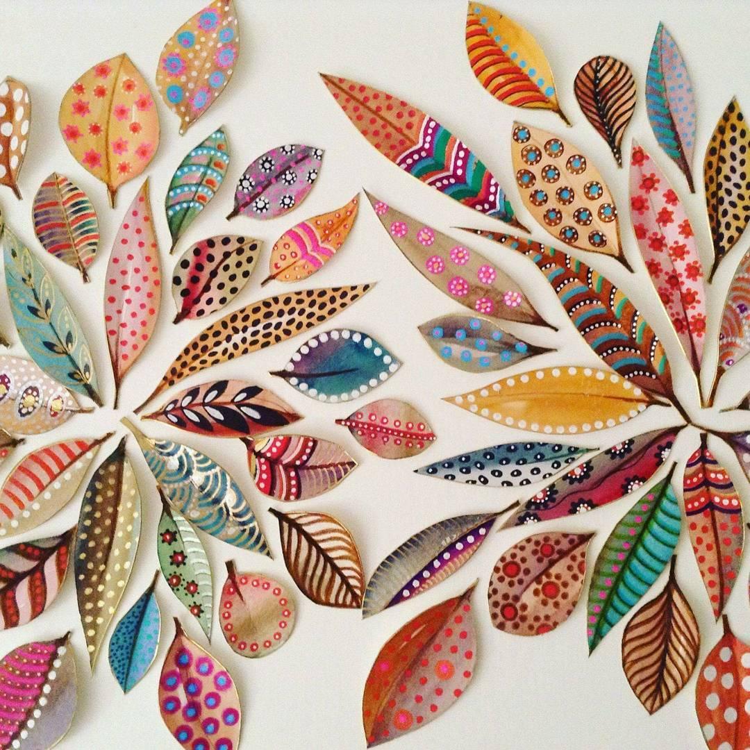 рисунок на осенних листьях
