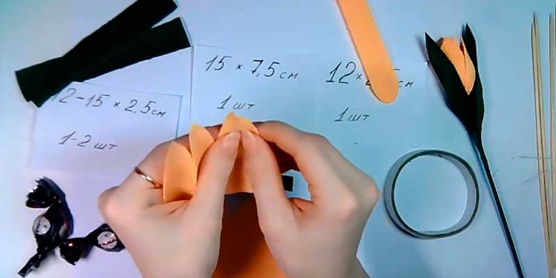 Тюльпаны из гофрированной бумаги с конфетами своими руками в подарок